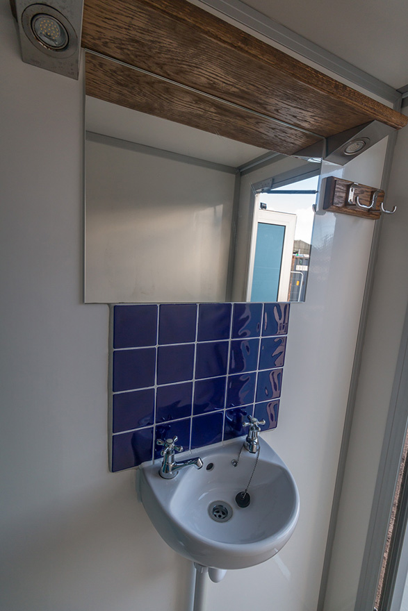 4 bay shower unit for hire